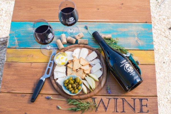 שישי-שבת ביקב יפתחאל- יין וגבינות