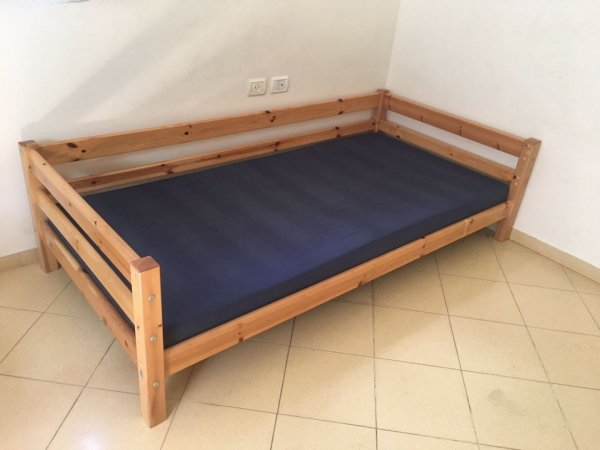 מיטת נוער למסירה