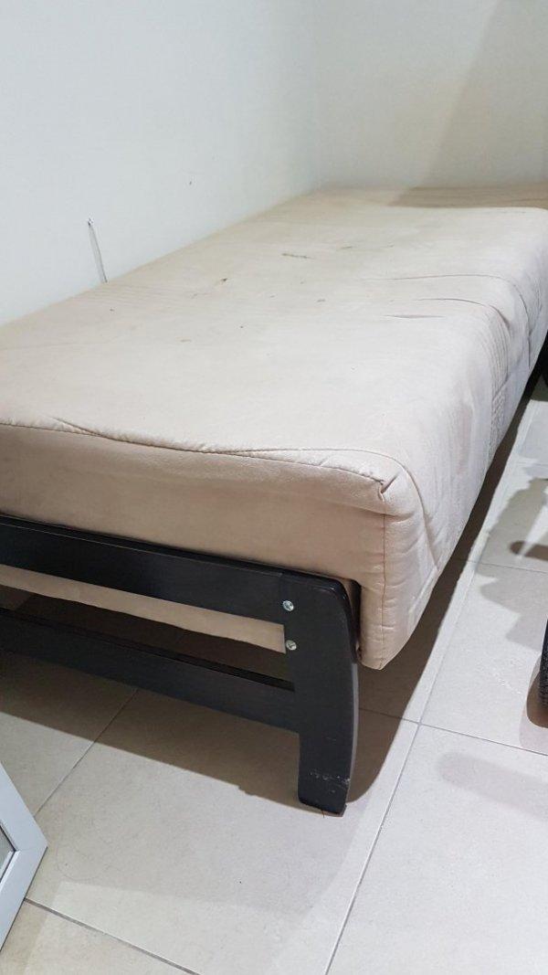 למסירה מיטת יחיד