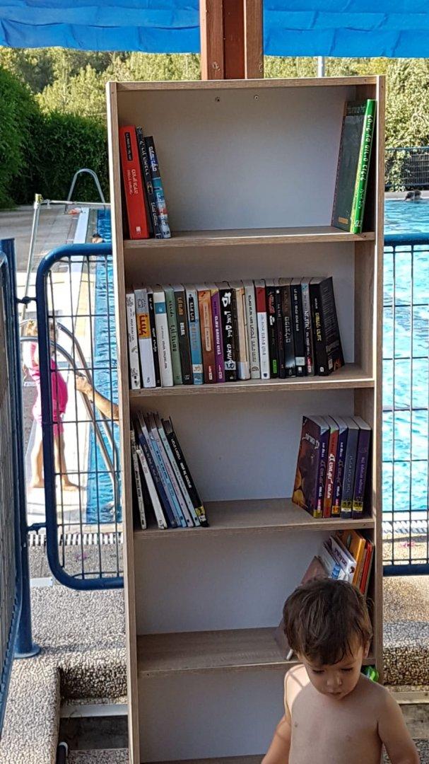 ספריה בבריכה