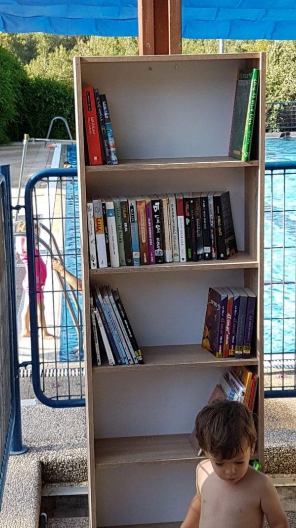 תודה לאור רם על הכנסת שלוחה של הספרייה בבריכה.