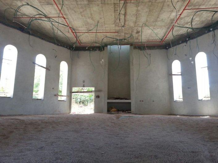 בניית בית הכנסת מתקדמת - מתחילים את שלב הריצוף!