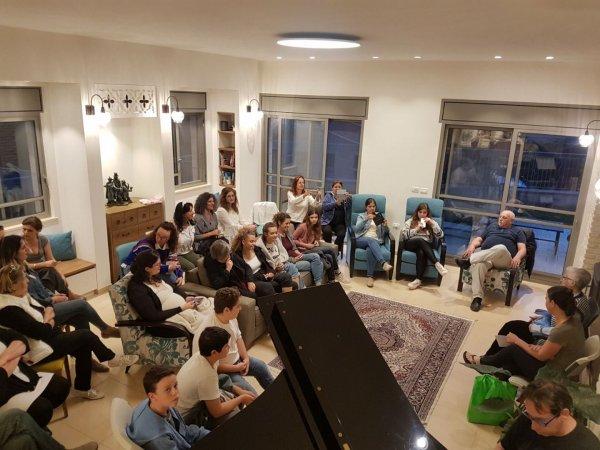 יום השואה והגבורה 2018 - זיכרון בסלון עם ניצולת השואה הגב׳ הדי סולצבך
