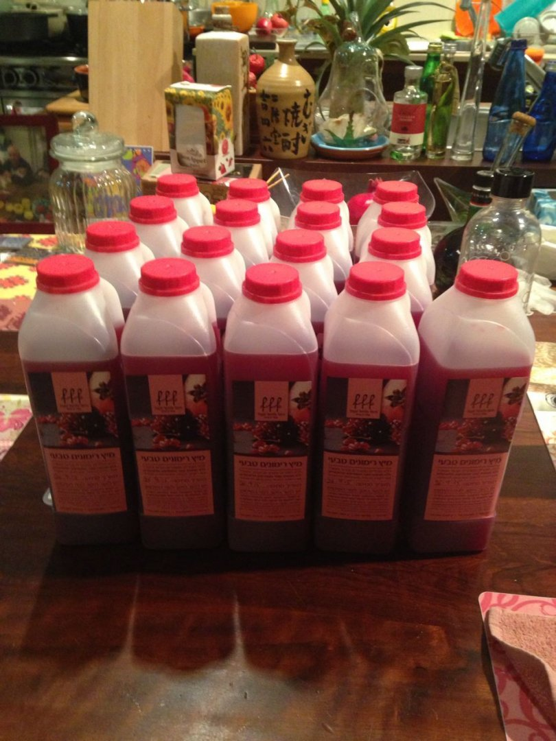 מיץ רימונים טבעי בבקבוקים