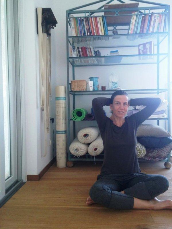 שיעורי יוגה עם מינה אשר
