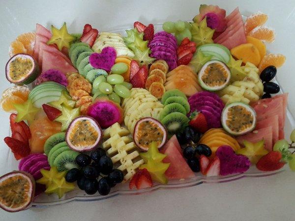 מגשי פירות מעוצבים לחג במחירים אטרקטיבים