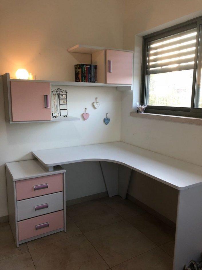 למכירה: כיסא ושולחן כתיבה ילדים ונוער/נואית שני גלבוע