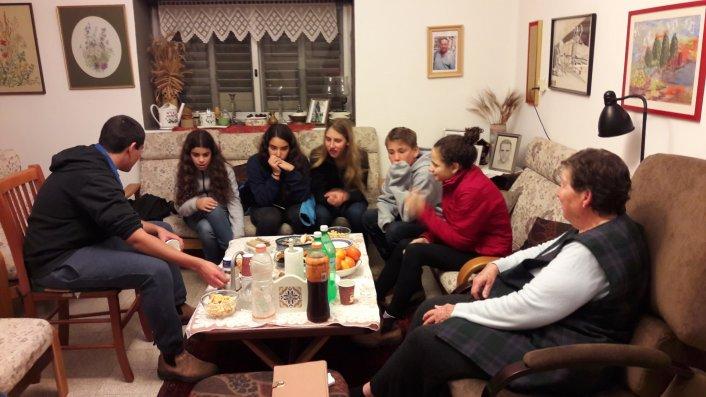 מפגשי נוער וותיקים בנהלל - מפגש עם נאוה שרון