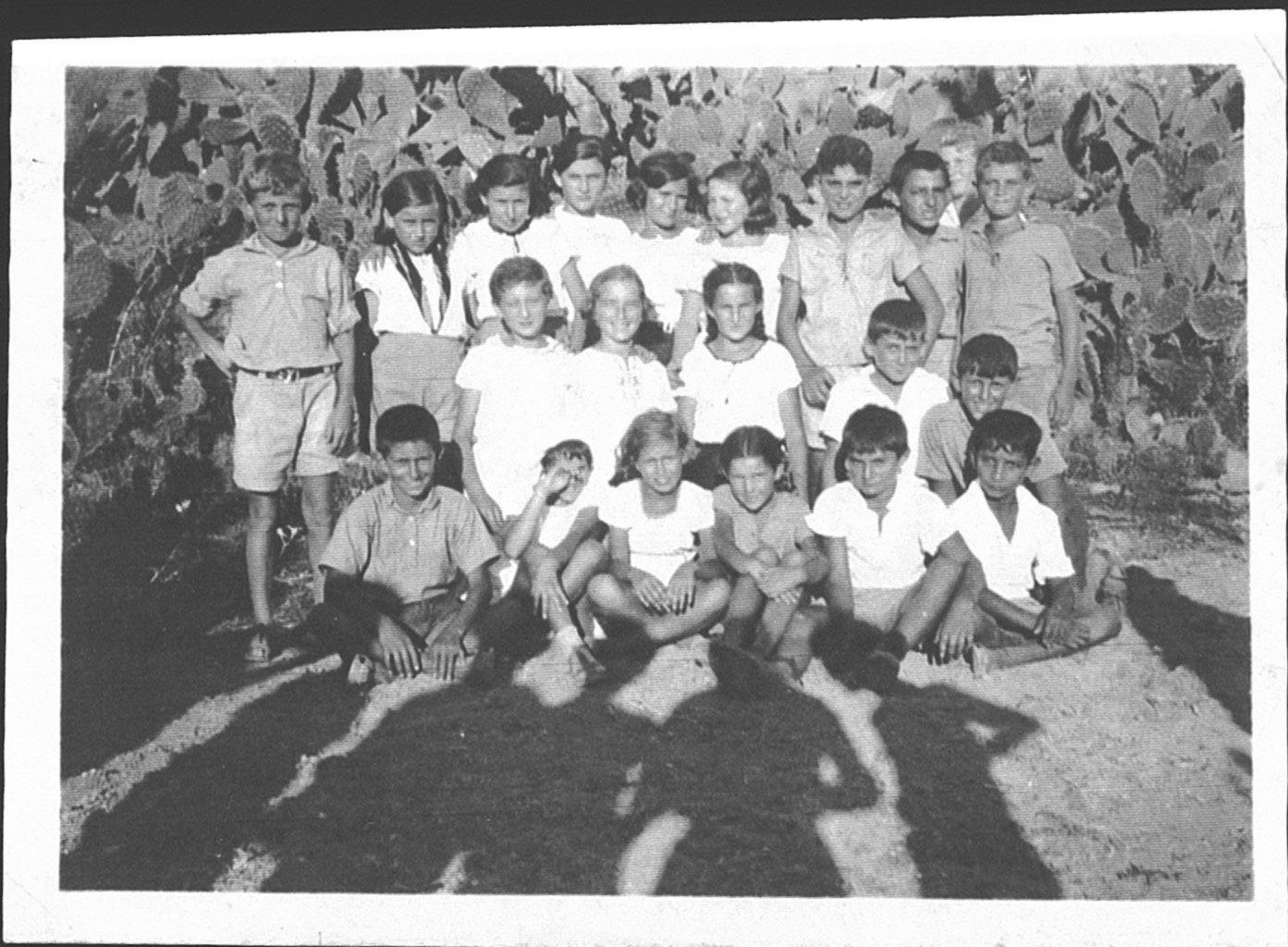 158 00391074 tif   ילדי המחזור  1934 נתן ליברמן עומד שלישי מימין