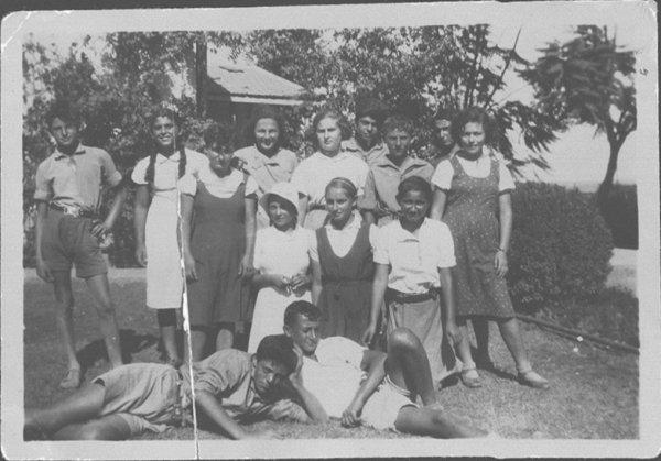 נוער נהלל בשנות השלושים והארבעים של המאה שעברה. הסבאים ורבי סבאים שלנו