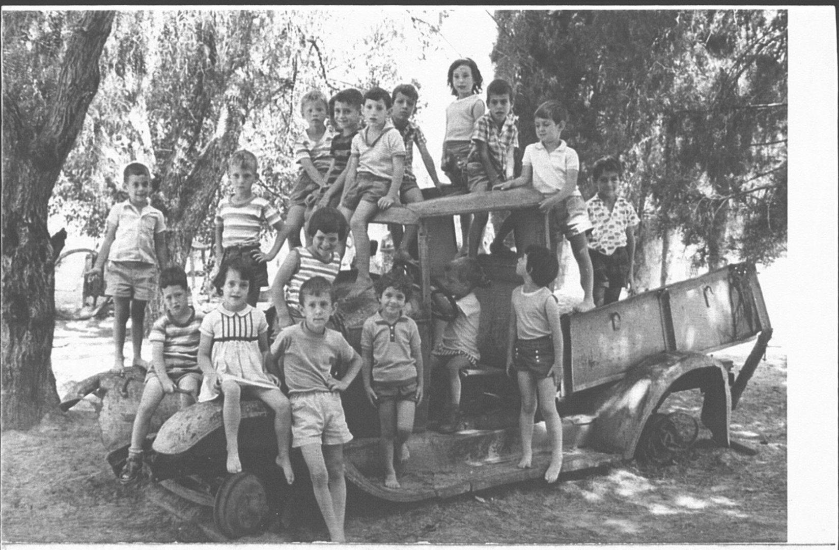 30 00381152 tif   ילידי 1958
