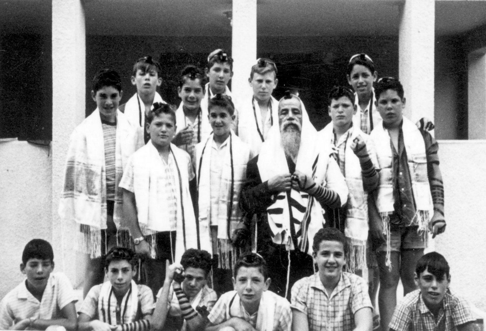 בני בר המצווה 1965 jpg