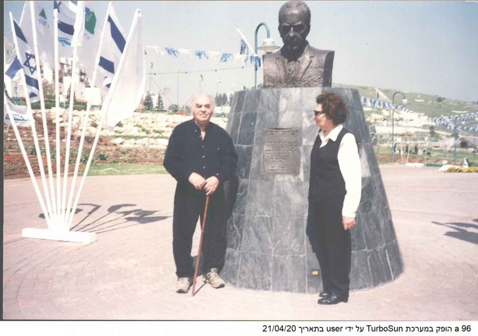 96 00390046 tif   פסל רבין ביוקנעם 2001