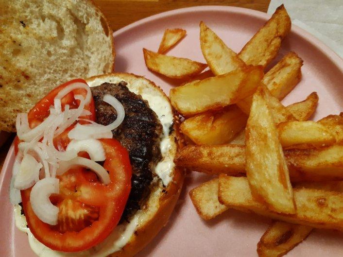 שלישי 8.9 - המבורגר וציפס ליד בית העם