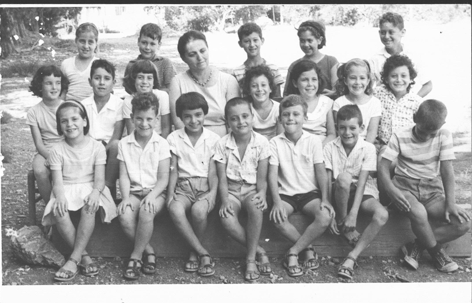 כתה ב 1964 המורה עדינה לינציצקי