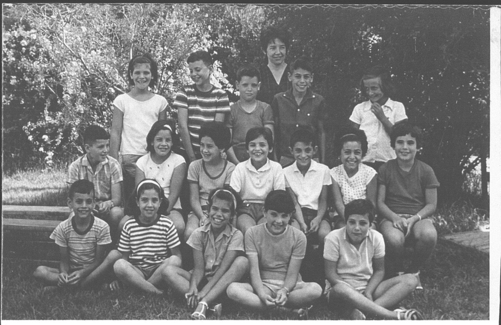כתת 1958 עם המורה רותי בראון