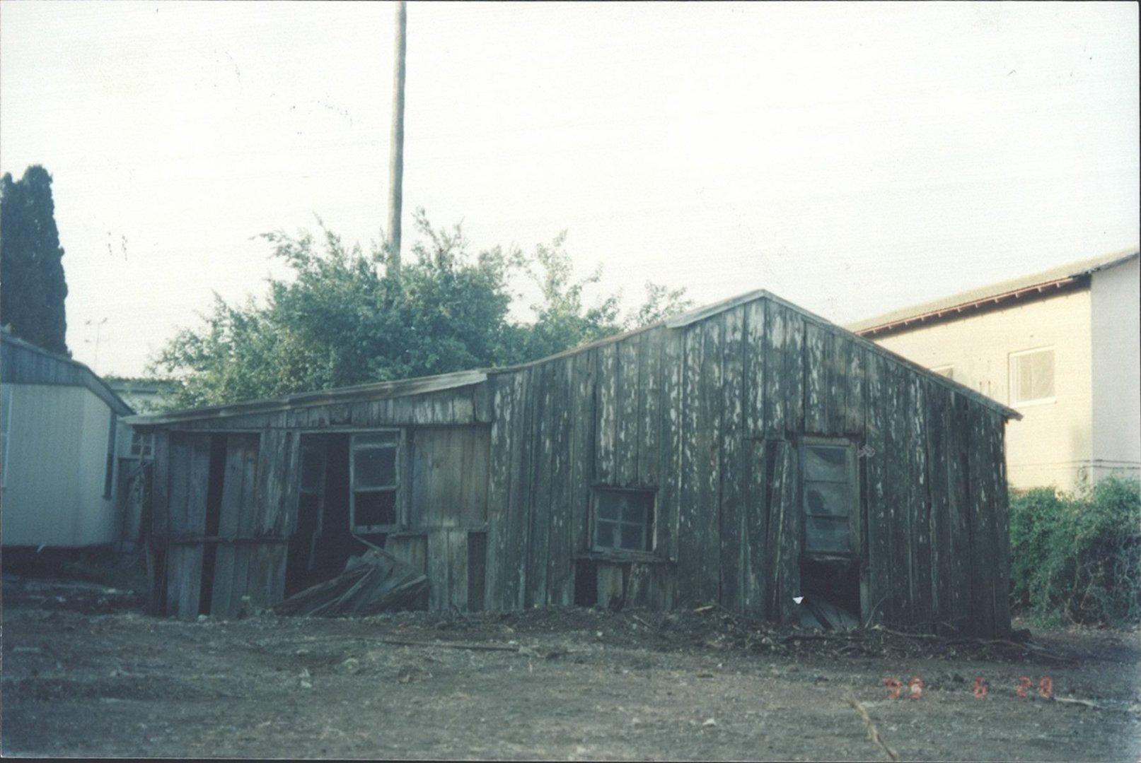 3 00380161 tif  הצריף של שולמן מאחורי בית ארבל היום