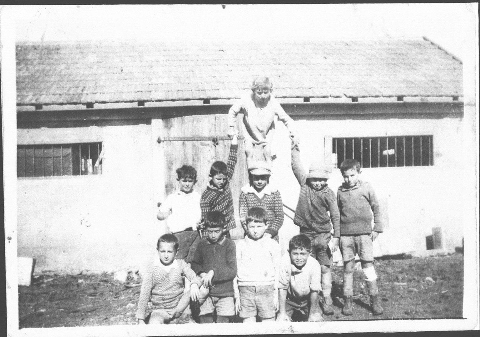 15 00380631 tif   רפת בנהלל 1928