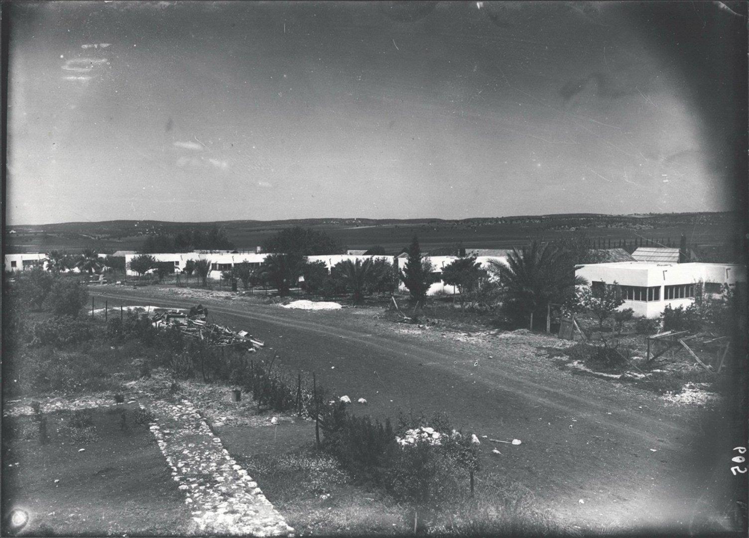 2 00380054 tif  בתים בעיגול נהלל 1936