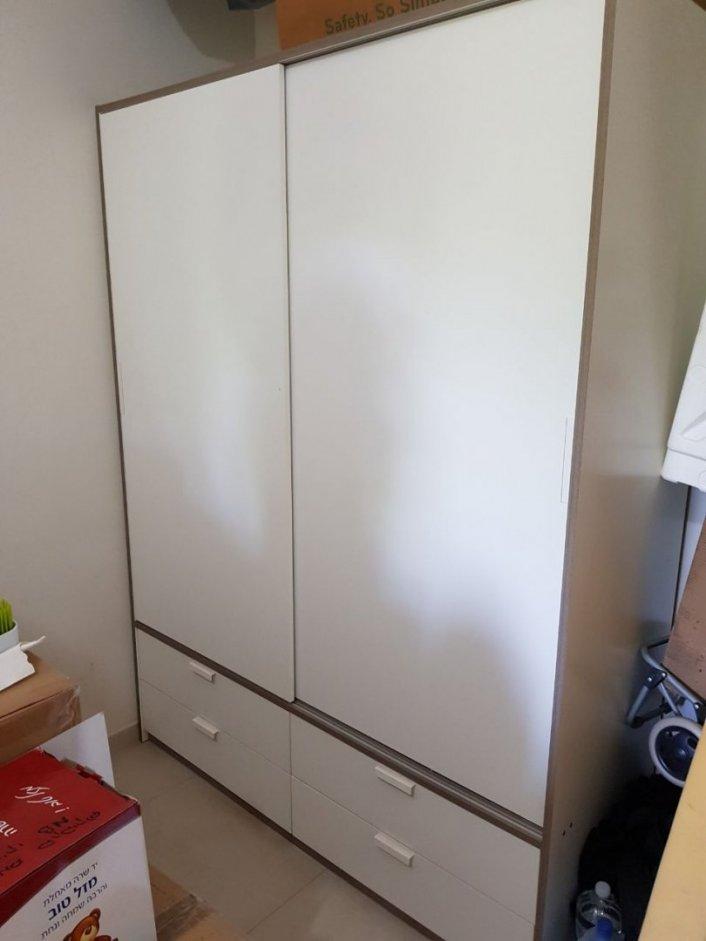 ארון 2 דלתות הזזה + 4 מגרות, גובה 205 רוחב 155 עומק 60