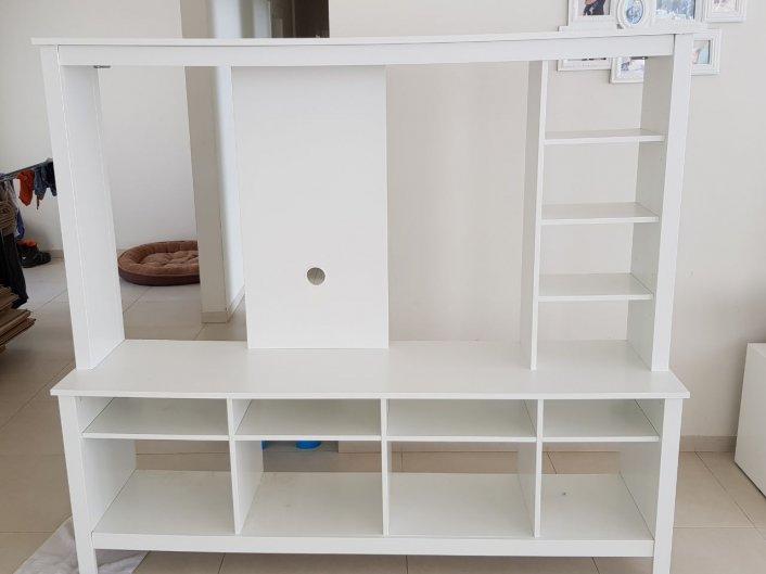 למכירה עקב מעבר דירה - מזנון מדליק עם המון מקום לאחסון, בן שנתיים - שמור ובמצב מצויין. גובה  165 רוחב 183 עומק 47