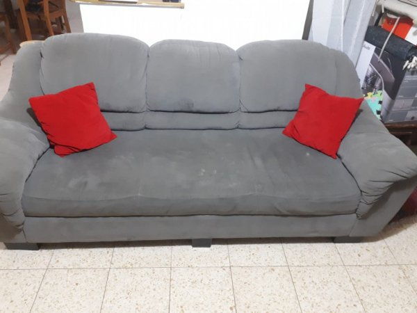 ספה ושולחן לסלון