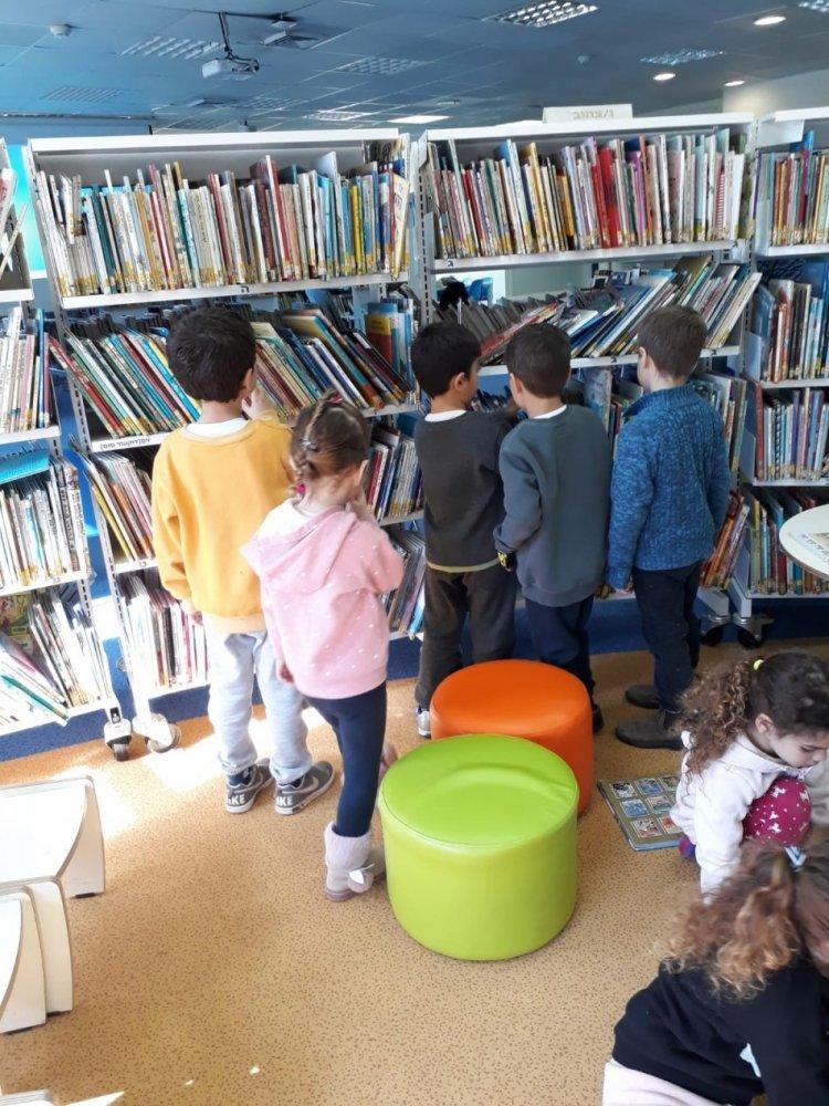 פעילות הספרניות עם ילדי  גן חוחית 01.2019