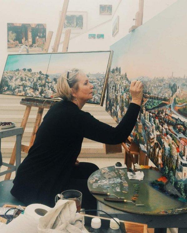"""""""בעקבות האור"""" תערוכת יחיד של ציורי בירושלים"""