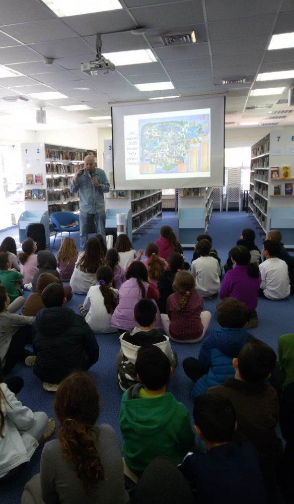 הסופר אלדד אילני במפגש עם ילדי בית הספר קשת בספריית כפר ורדים 2.2019
